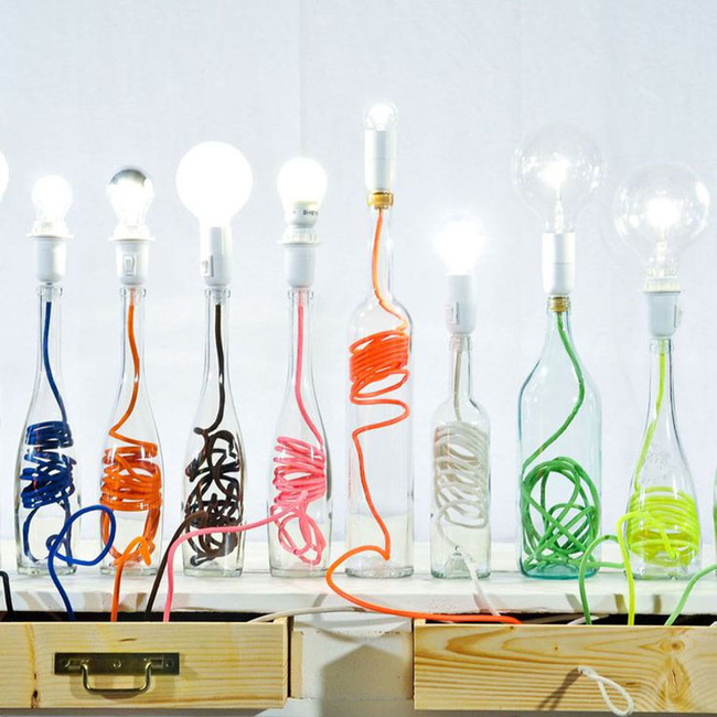 Chẳng thể ngờ những chiếc đèn đẹp lung linh này lại được làm từ chai thủy tinh tái chế