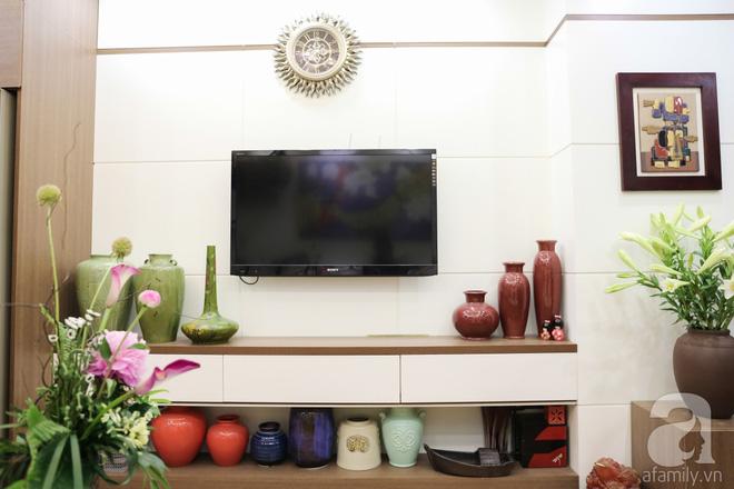 Căn hộ bé xinh chỉ toàn gốm và hoa của mẹ đơn thân ở Định Công, Hà Nội