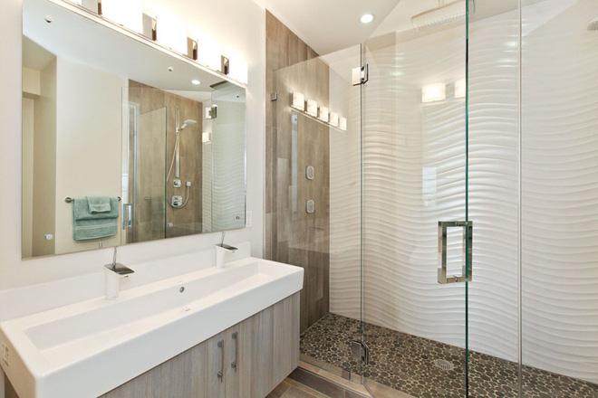 """Phòng tắm trở nên """"sang chảnh"""" bất ngờ với bức tường sử dụng gạch ốp 3D"""