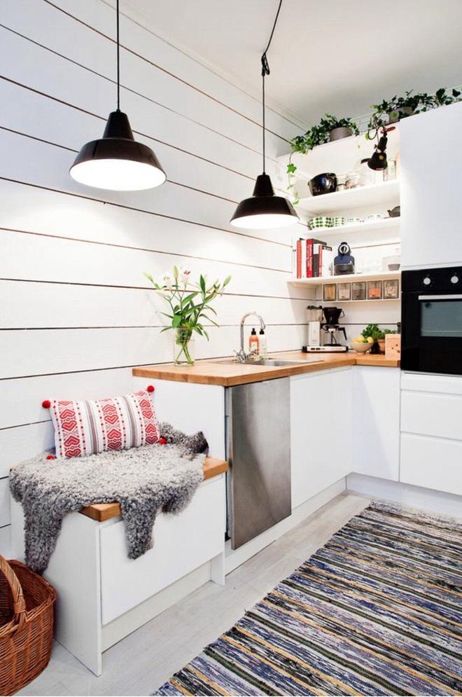Thay vì bỏ qua bạn hãy tận dụng mọi ngóc ngách bên trong căn bếp nhỏ